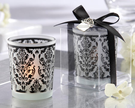 black-and-white-candle