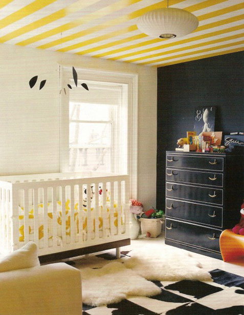 Design trend: Striped ceiling in a nursery