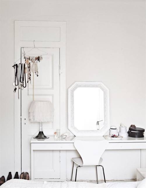 Simple living for Simple dressing table